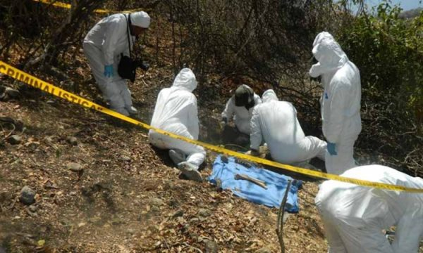 """Colectivo """"Madres Igualtecas"""" solicita a las autoridades federales preservar los hallazgos de restos encontrados en fosas de Iguala, Guerrero"""
